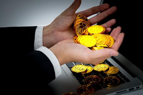 手にあるコイン